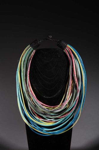 Collier tribal plastique recyclé